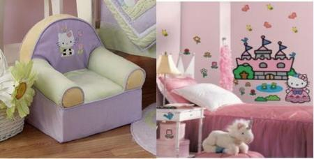 sofá y mural de Hello Kitty