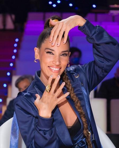 India Martinez manicura de uñas cortas