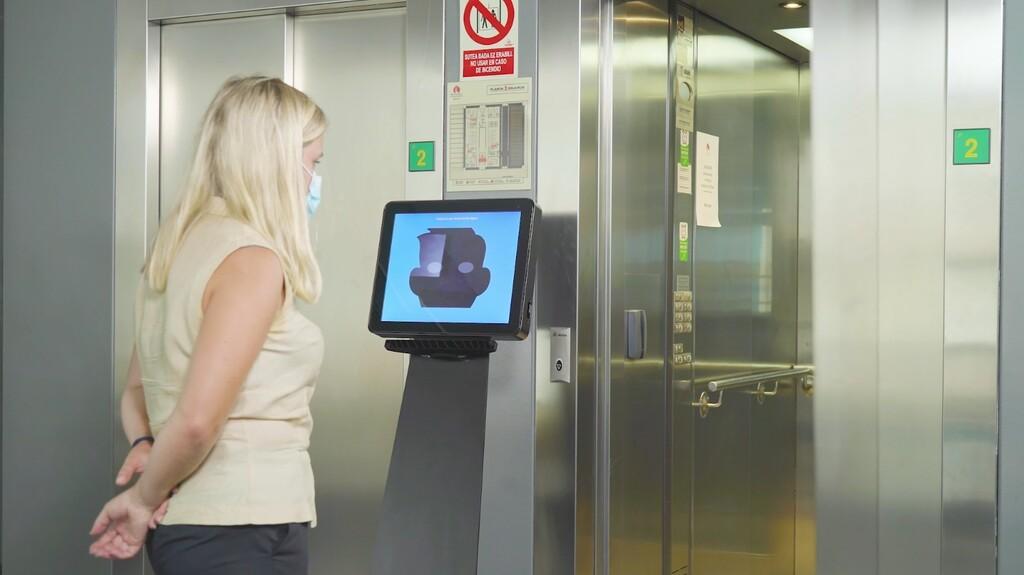 Sacar dinero o llamar al ascensor con la mirada: Hiru, el primer dispositivo de 'eyetracking' multiplataforma, es de la española Irisbond