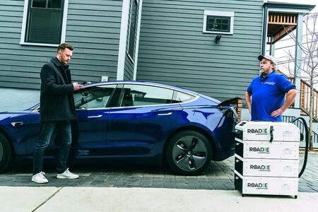 Pedir 'autonomía' para el coche eléctrico como quien pide comida a domicilio: así funciona este cargador portátil a demanda