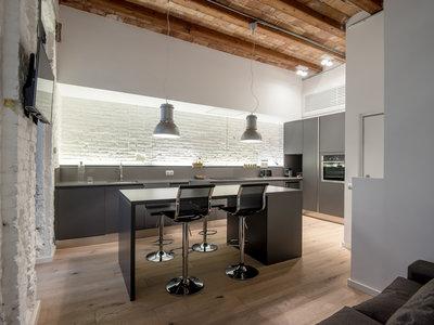Puertas abiertas: una segunda vivienda moderna, funcional y confortable en Barcelona