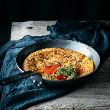 Tortilla de bacalao con pimientos, la receta más fácil para una cena deliciosa