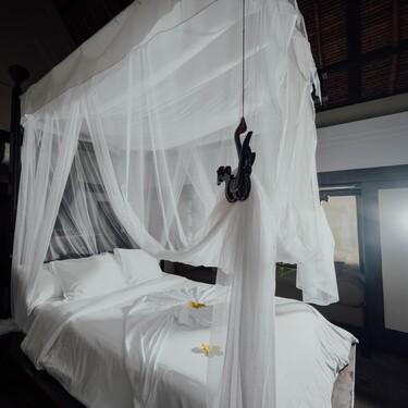 Las mosquiteras de cama más bohemias para pasar tranquilos las noches de verano y decorar tu casa de la playa