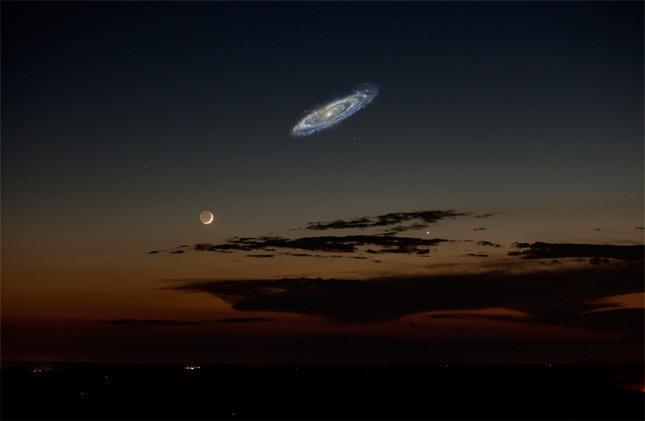 La galaxia de Andrómeda en nuestro cielo nocturno, si fuera más brillante