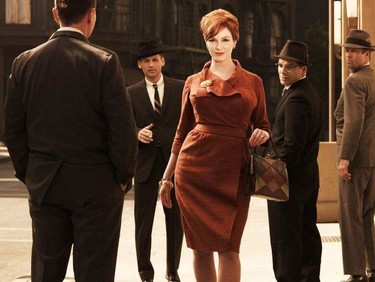 Christina Hendricks estaba on fire en una fiesta post-Tonys... literalmente