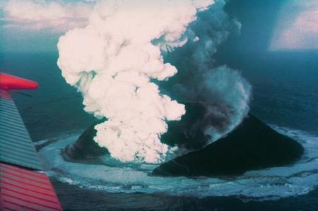Surtsey, 16 días después del inicio de la explosión.
