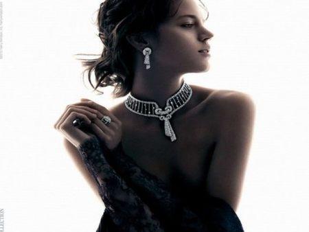 Harry Winston busca la elegancia y el glamour en Freja Beha Erichsen