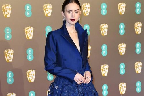 Premios BAFTA 2019: Lily Collins tiene el look working (de cintura para arriba) que molaría en la oficina