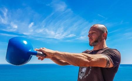Cinco ejercicios con pesas rusas o kettlebells para usuarios avanzados