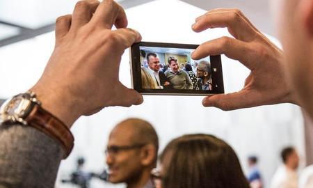 Fotografiando a Satya Nadella con un Nokia Lumia