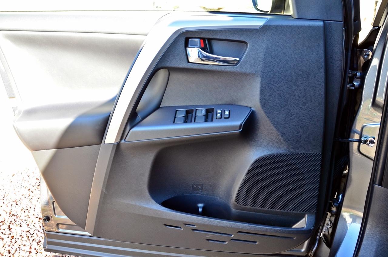 Foto de Toyota RAV4 150D Advance (9/75)