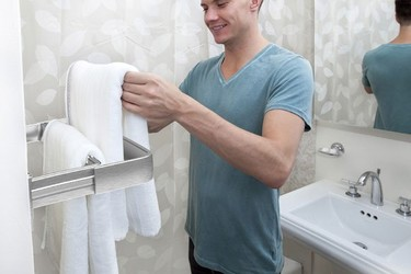 Toalleros plegables para ahorrar espacio en el cuarto de baño