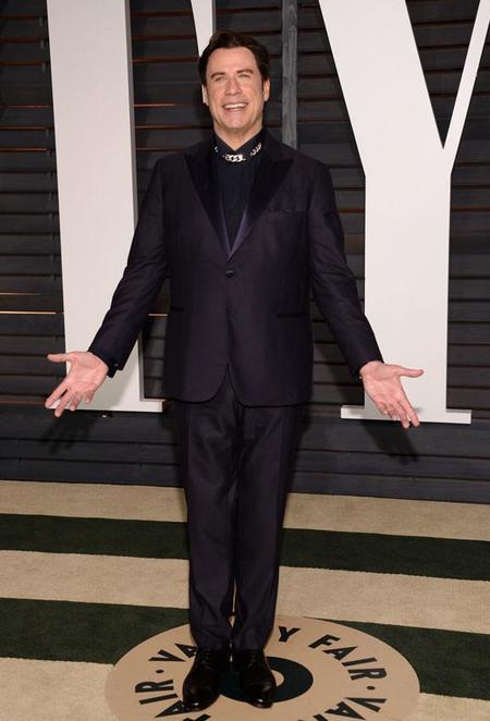 Y el Oscar al peor vestido (y al que más miedito da) es para... ¡John Travolta!