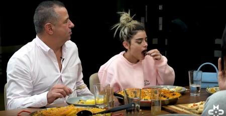 Las mayores estrellas de TikTok pierden un millón de seguidores tras vomitar por encontrar un caracol en una paella valenciana