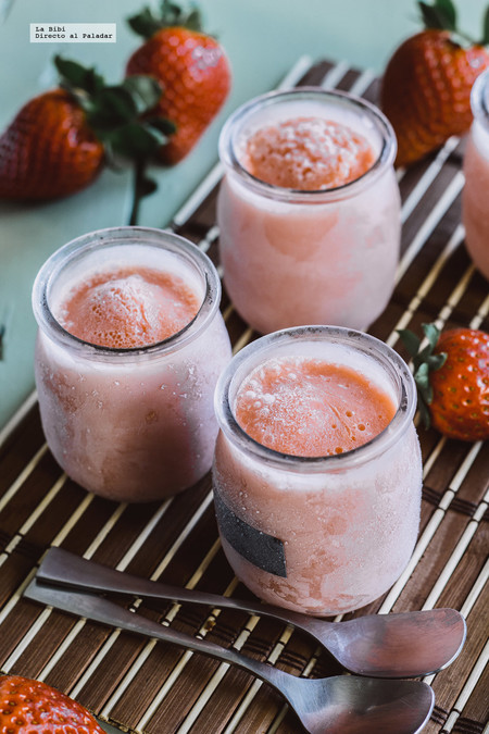 Helado de yogurt con mango y fresa. Receta fácil y rápida