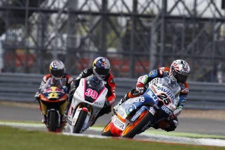MotoGP Gran Bretaña 2012: Maverick Viñales gana la carrera ciclista de Silverstone