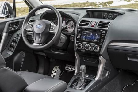 ¿Es posible que un móvil acabe en el compartimento del airbag? Otra historia que nos trae el caso Takata
