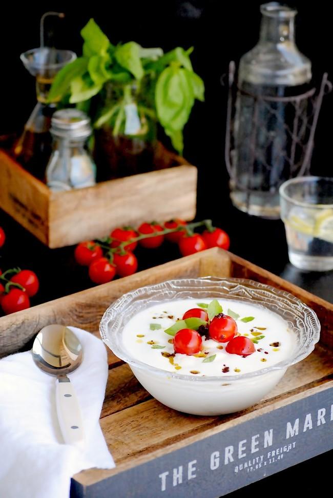 Sopa de mozzarella con tomatitos y olivada de Cocinado con Neus