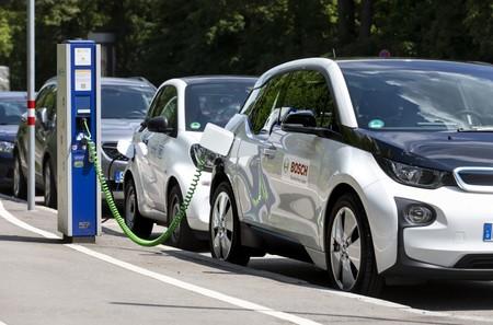 Bosch tendrá este año 200.000 puntos de recarga para coches eléctricos en toda Europa que funcionarán con una 'llave universal'