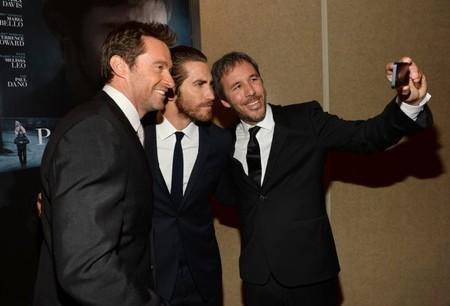Denis Villeneuve se fotografía con las estrellas de la película