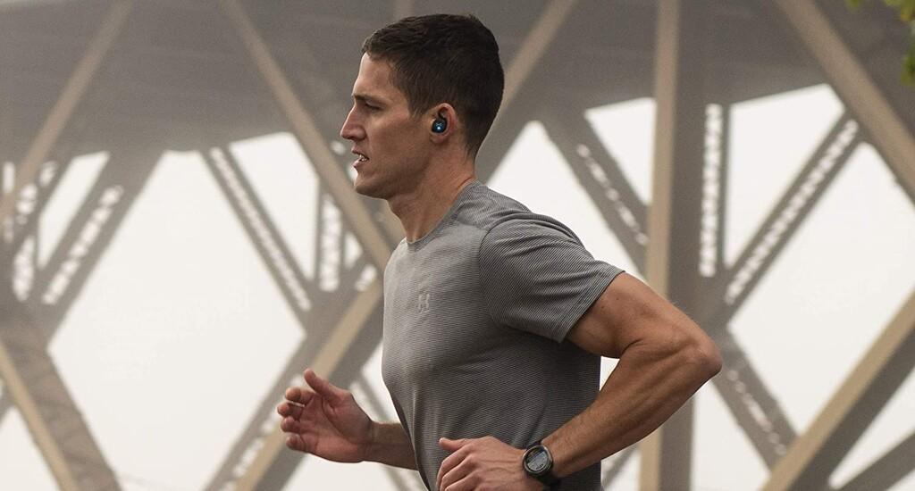 Los mejores gadgets para entrenar de oferta en el Cyber Monday: auriculares deportivos, smartwatches, pistolas de masaje y más