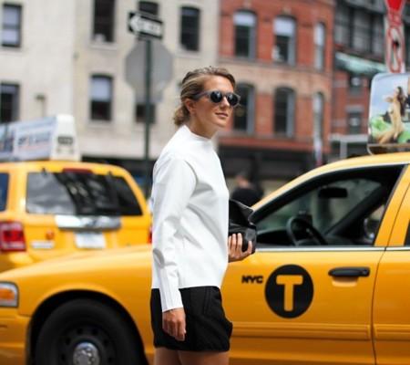 La nueva temporada de Zara ya está en los looks de calle, por si lo dudabáis