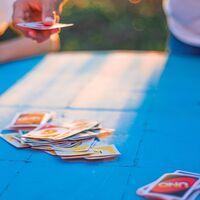 Juegos de mesa rebajados para adultos y niños con los que no aburrirnos este verano: Pictionary, Uno, Scrabble, Twister y muchos más
