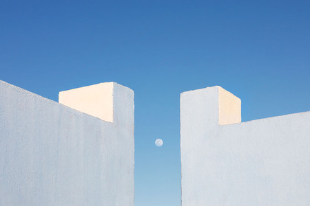 'Secrets', de Jeanette Hägglund, deconstruyendo la Muralla Roja de Ricardo Bofill en Calpe