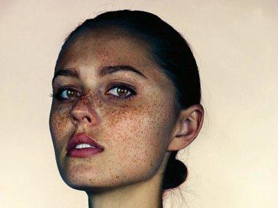 La peca es bella: una exposición con 150 impresionantes retratos te lo demuestra
