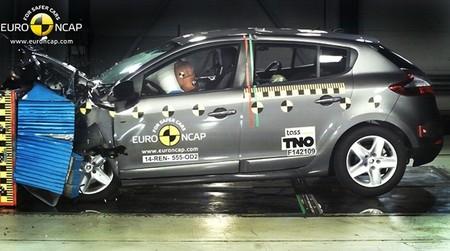 Renault Megane 2014 Euro Ncap Nov 2014 01