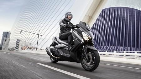 Yamaha X-MAX 400 MOMODESIGN, decoración exclusiva para el Scooter deportivo