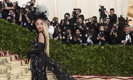 Gala MET 2018: Rita Ora nos recuerda a Beyoncé en los Grammys 2017