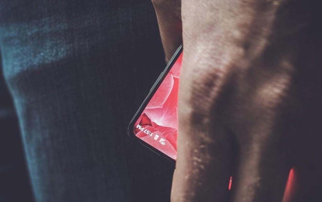 Essentail Phone está preparando un teléfono con un diseño diferente y controlado por comandos de voz, según M. Gurman