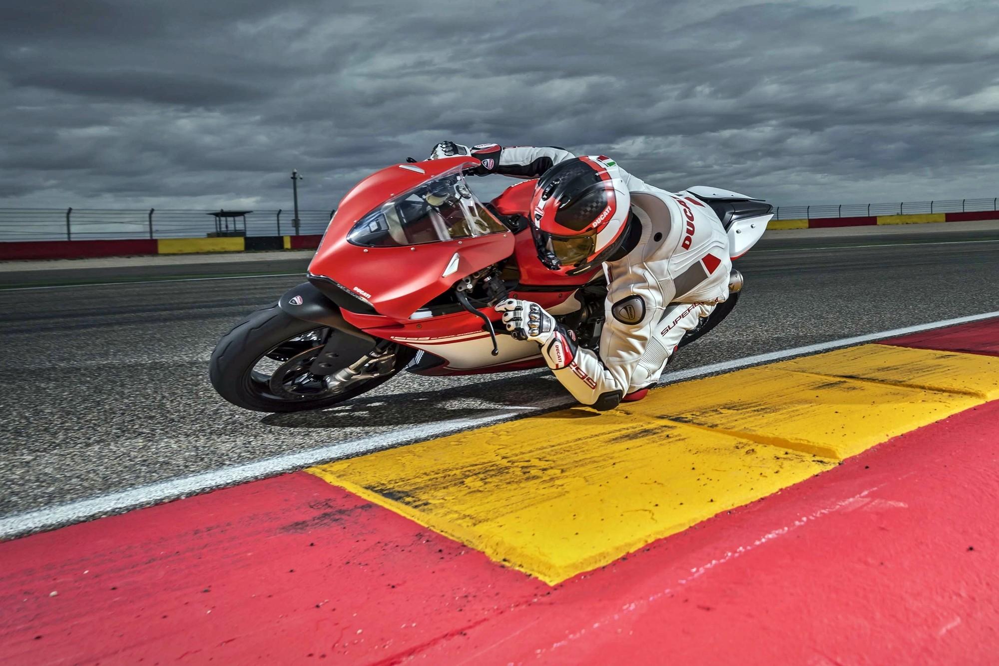 Foto de Ducati 1299 Superleggera (14/22)