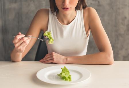 """""""Perder peso rápido"""": la promesa que te hacen muchas de las dietas milagro. Cómo lo consiguen y cuáles son sus riesgos"""