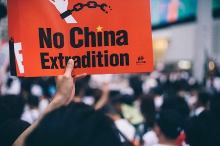 Facebook y Twitter bloquean cientos de cuentas respaldadas por el Gobierno chino contrarias a las protestas de Hong Kong