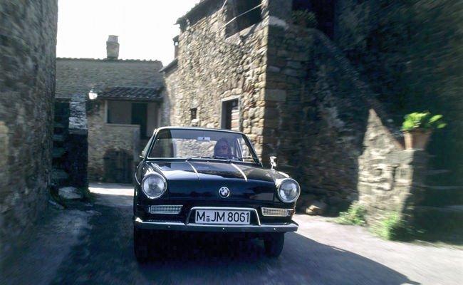 bmw-700-coupe-en-accion.jpg