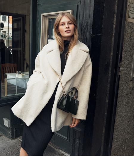 La nueva colección de abrigos de H&M nos permite conseguir el estilazo de las nórdicas de manera fácil y sencilla