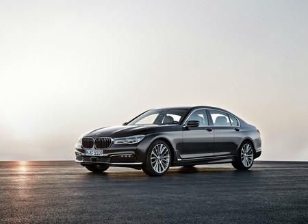 Configuramos un BMW 750iA Excellence con la mayor cantidad de opciones. ¡Así queda cuando le pones todo!