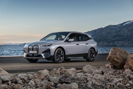 ¡Imponente! El nuevo BMW iX es el SUV eléctrico con la batería más grande de Europa: 111,5 kWh