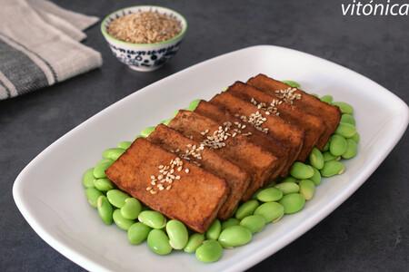 Tofu marinado con edamame: receta saludable vegana rica en proteínas