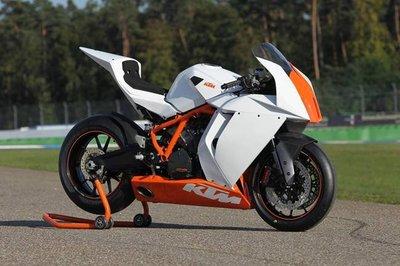 KTK ofrecerá su MotoGP, la KTM RC16, al público pero sólo para circuito