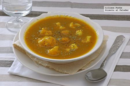 Coliflor en sopa de verduras y calabaza. Receta