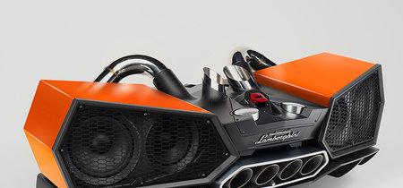 Este bestial altavoz diseñado por Lamborghini es la prueba de que la música también puede tener buen aspecto