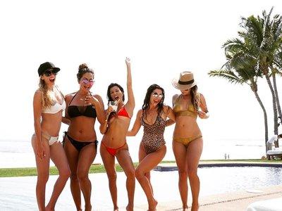 Kourtney Kardashian luce orgullosa su cuerpo en Instagram: operación bikini conseguida