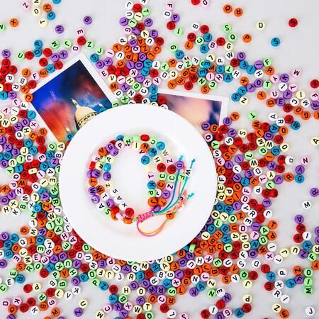 https://www.trendencias.com/complementos-ellas/accesorios-forma-chupete-collares-dados-colores-recrea-ultima-coleccion-balenciaga-3-euros