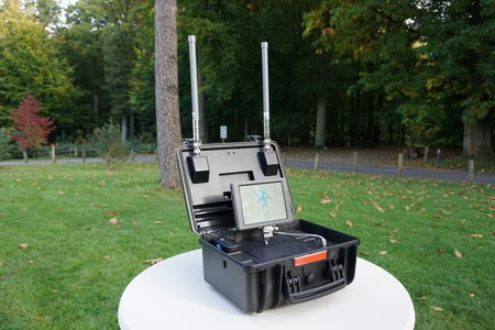 DJI presenta un dispositivo para que las autoridades monitoricen el tráfico de sus drones en zonas concretas