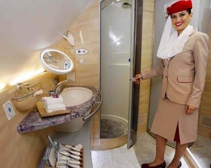 Ducha en la primera clase de los vuelos de Emirates