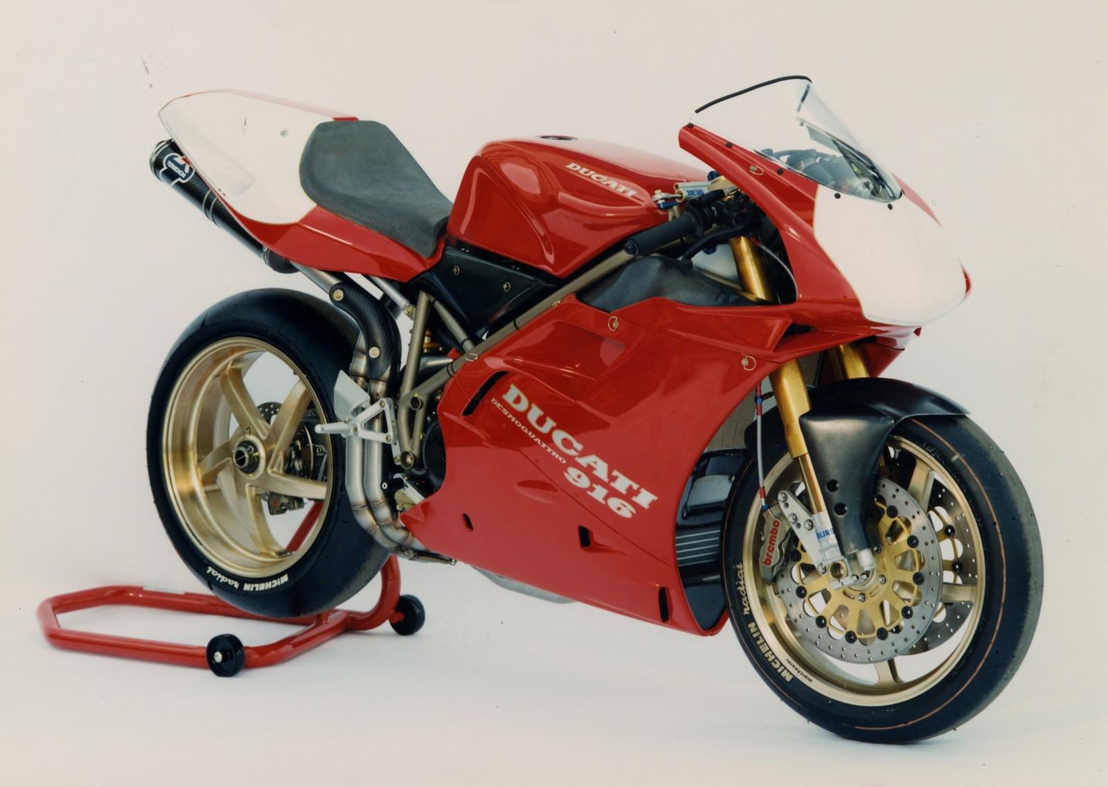 Foto de Ducati Panigale V4 25° Anniversario 916 (40/73)