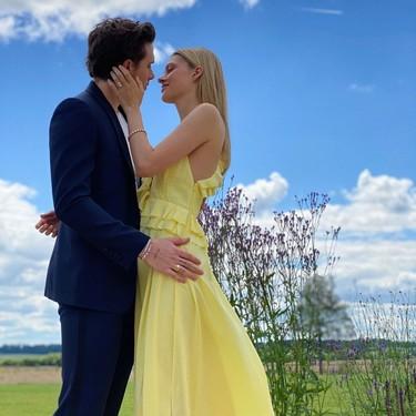 Nicola Peltz y Brooklyn Beckham se casan. Así es el vestido que ha llevado ella (de Victoria Beckham) para la fiesta de compromiso